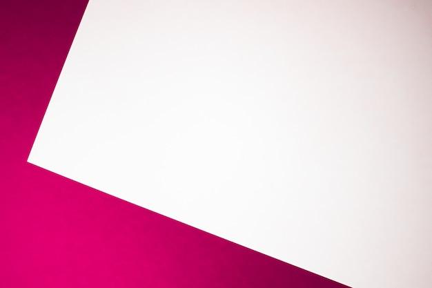 事務用品フラットレイ高級ブランディングフラットレイとモックアップのブランドアイデンティティデザインとしてピンクの背景に白の紙を空白にします
