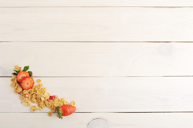Blank background with corn flakes and strawberries