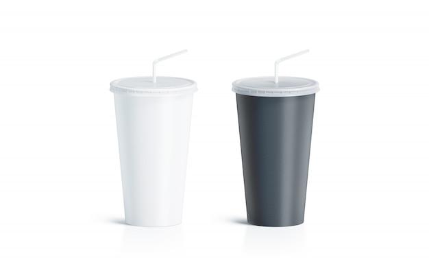 ストローで空白の黒と白の使い捨てカップ