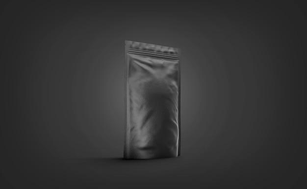 Пустая черная подставка для макета дой-пак изолирована в темноте