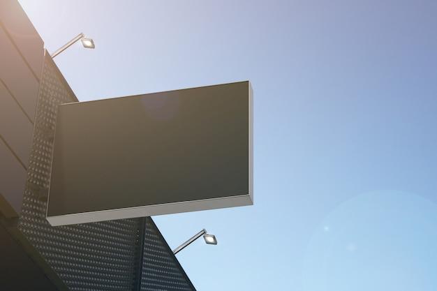 モールの壁にぶら下がっている空白の黒い長方形の屋外ボックスのモックアップ