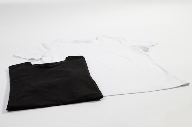 Blank black and white t-shirts Premium Photo