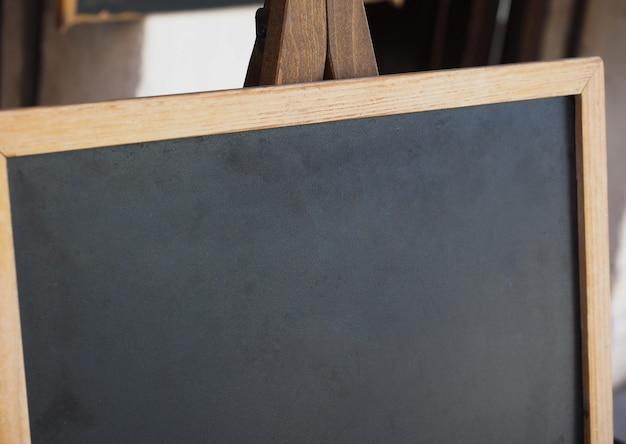 コピースペースのある空白の黒板
