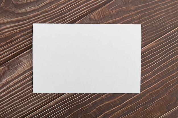 テーブルの空白のパンフレット