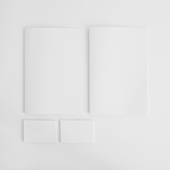 Пустые брошюры и визитки