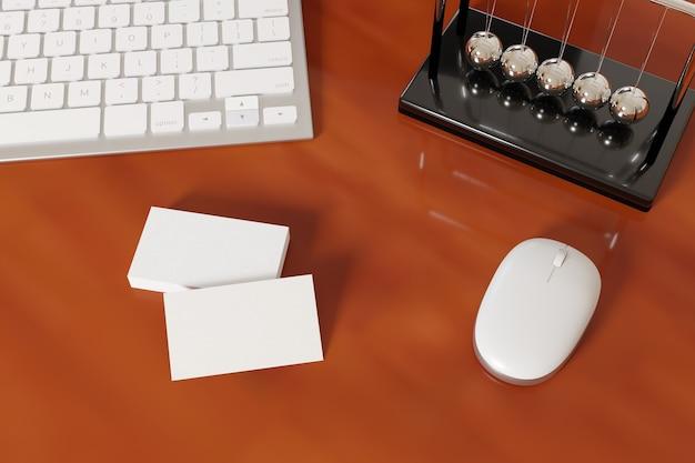 Пустые визитные карточки на деревянном столе рядом с компьютером и канцелярскими принадлежностями.