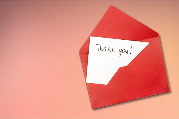 배경에 감사와 함께 빈 카드와 봉투