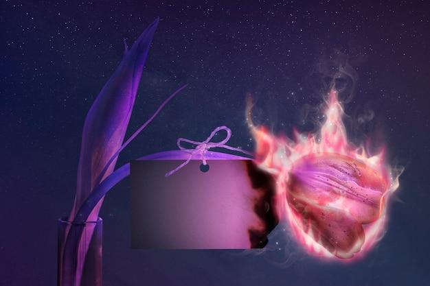 Пустая карточка, тюльпан, эстетический эффект горящего пламени с дизайнерским пространством