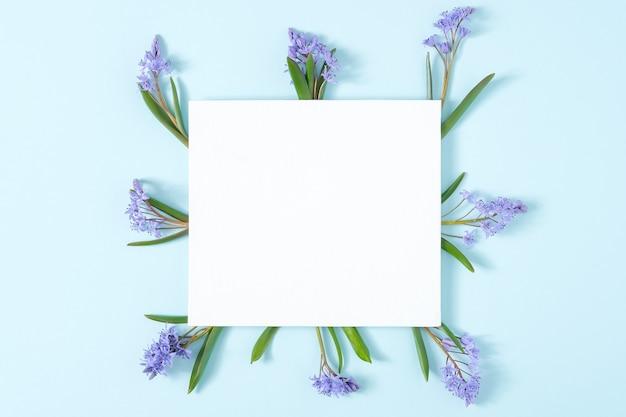 헌병 꽃으로 만든 프레임 빈 카드