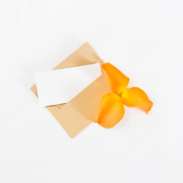 空のカード、春の花