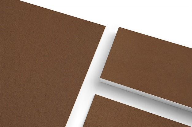空白のカートン紙の文房具セットに分離された白のクローズアップビュー