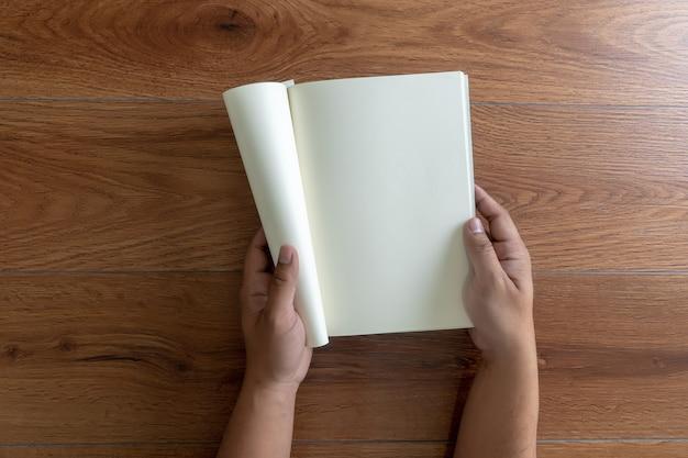 나무 카탈로그 정체성 잡지에 조롱 빈 카탈로그 초상화 카탈로그 책