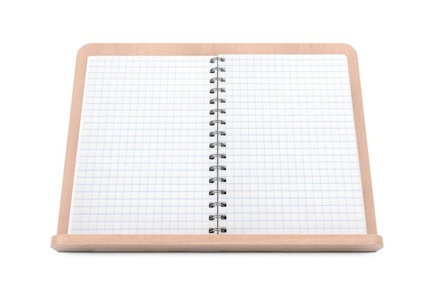 白い背景の上の木製のブックホルダーにあなたのデザインのための空きスペースのある空白の料理本。 3dレンダリング