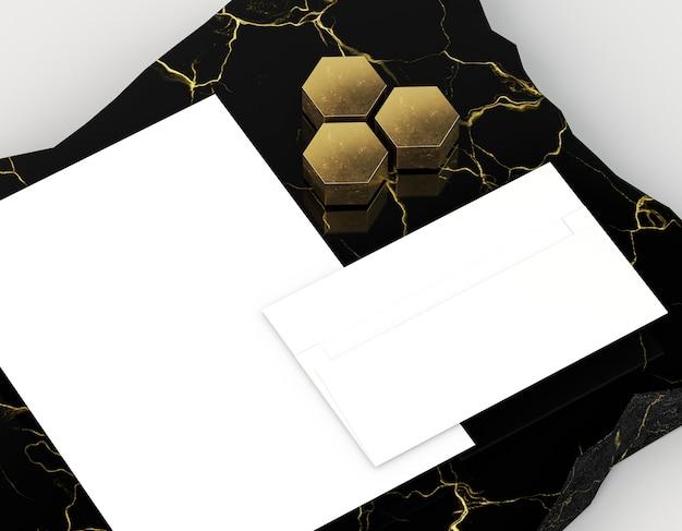 Пустой корпоративный конверт канцелярских принадлежностей и бумага