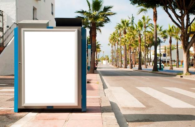 Пустой электронный рекламный плакат с пустым пространством для текстового сообщения или рекламного объявления