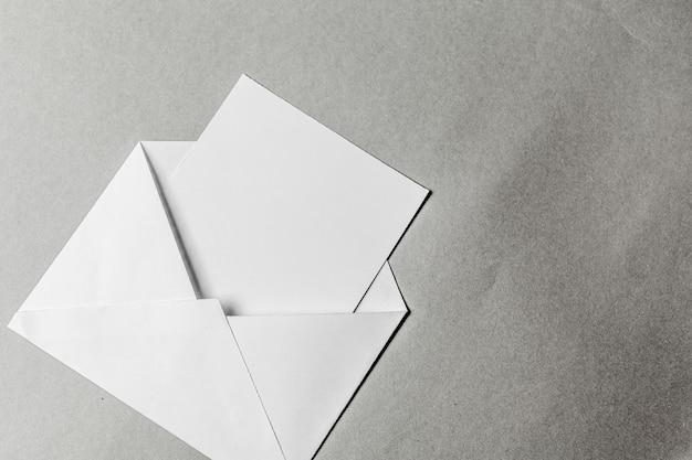 Пустые конверты Premium Фотографии