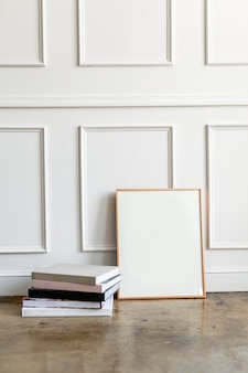 흰 벽으로 빈 프레임