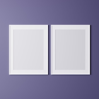 紫色の壁に空白のフレーム、モックアップ、壁にポスター用の垂直の白いフレーム、壁に分離されたフォトフレーム