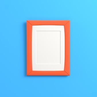 Пустая рамка на ярко-синем фоне
