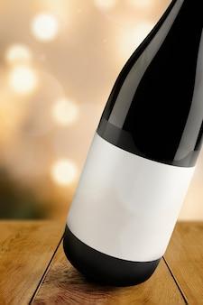 空白のラベル、赤ワインボトルの飲料のパッケージとブランディング