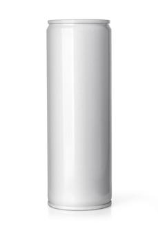 空白の金属アルミニウムビールまたはソーダは、白い背景で隔離することができます。クリッピングパス付き