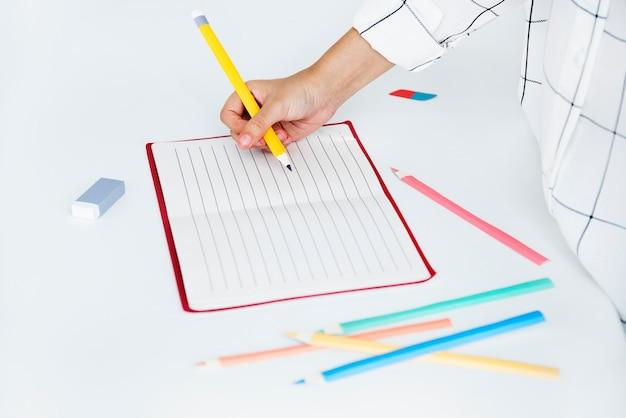 空白のモックアップ空ページ日記コピースペースの概念