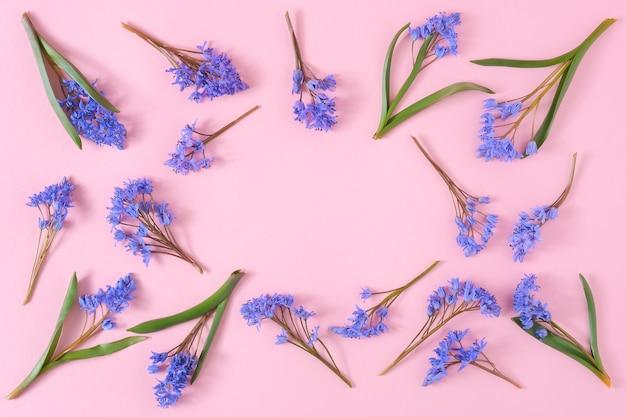 헌병 꽃으로 만든 프레임 빈 모형