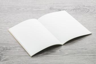 白紙のメモ帳モックアップ
