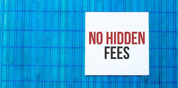 テキストが付いた空白のメモ帳青い木製に子供料金はありません