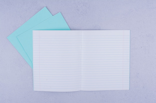 회색에 빈 참고 논문입니다.