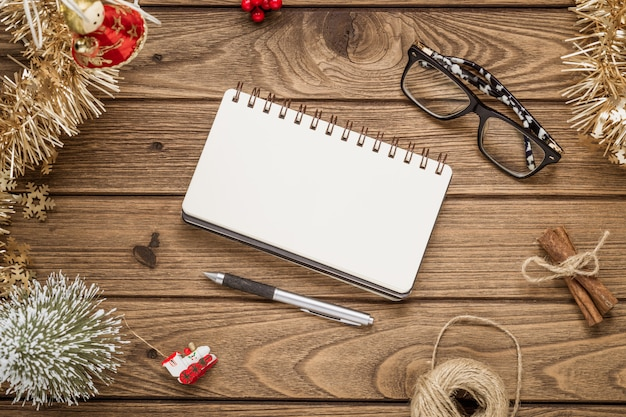 Пустой блокнот на рождество и новый год