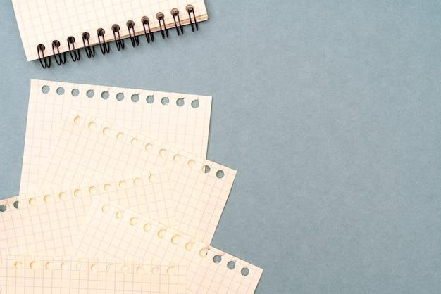 空白のノートブックページ。文房具のテキストを書くための背景。
