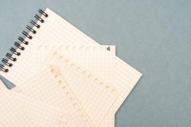 Пустые страницы записной книжки. фон для написания канцелярского текста.