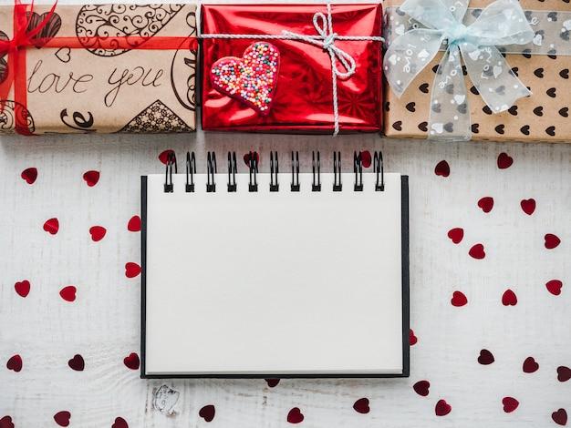 Пустая страница блокнота для сладких слов о любви