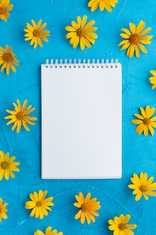 Blank notepad surrounded by spanish oyster flowers
