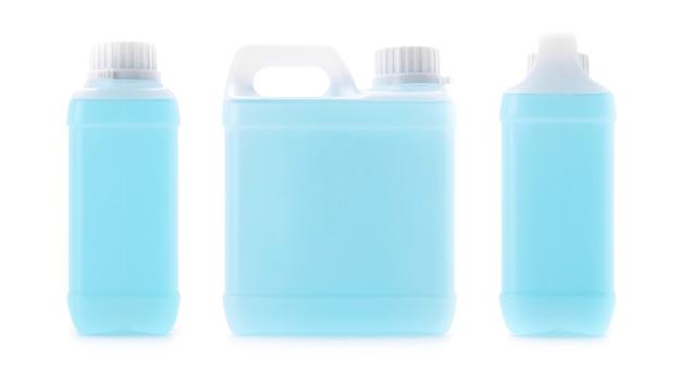 クリッピングパスと白い背景で隔離手洗い用の青いアルコール消毒剤の空白のパッケージガロン