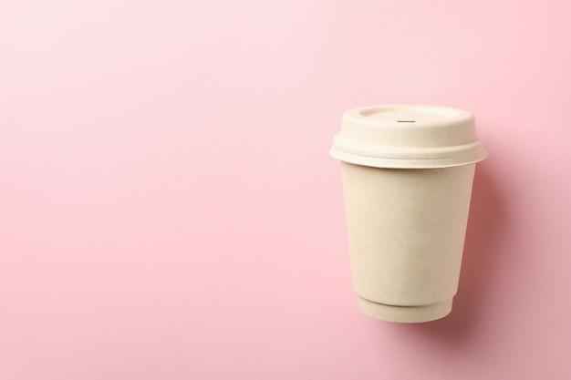 ピンクで隔離白紙コップ