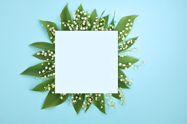 빈 종이, 연한 파란색 배경에 은방울꽃