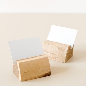 ベージュのカードホルダー付き白紙シートカード