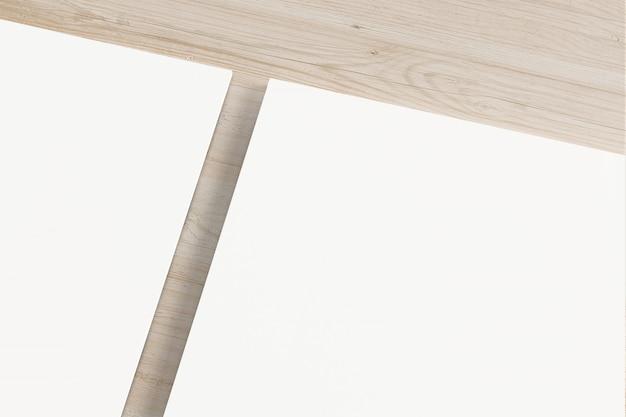 Чистый лист бумаги на деревянный стол