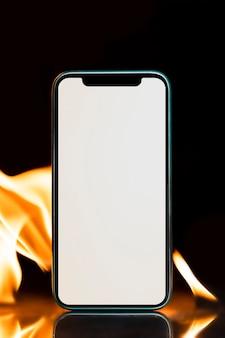 Пустое изображение экрана телефона, эстетический эффект горящего пламени