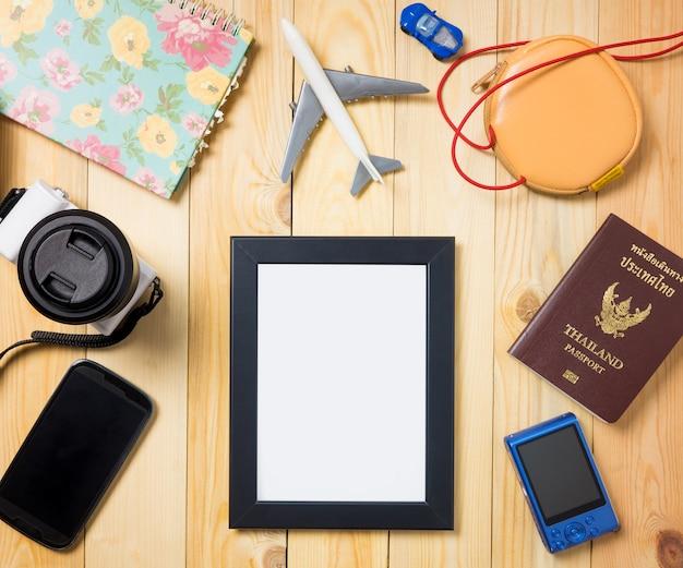 旅行のブログのためのクリッピングパスの空の写真フレーム