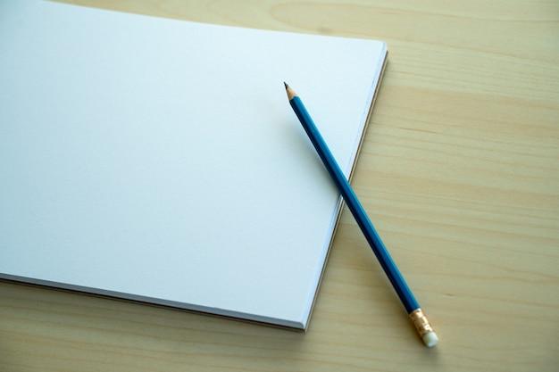 Пустой простой ноутбук вид сверху пустой дизайн концепции фон для макета страницы книги со стационарным пустой простой ноутбук