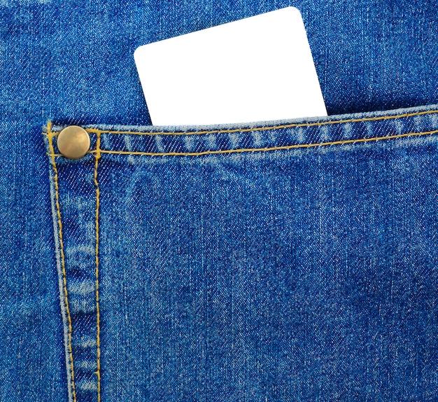 청바지 주머니에 빈 플라스틱 카드입니다. 블루 데민 텍스타일.