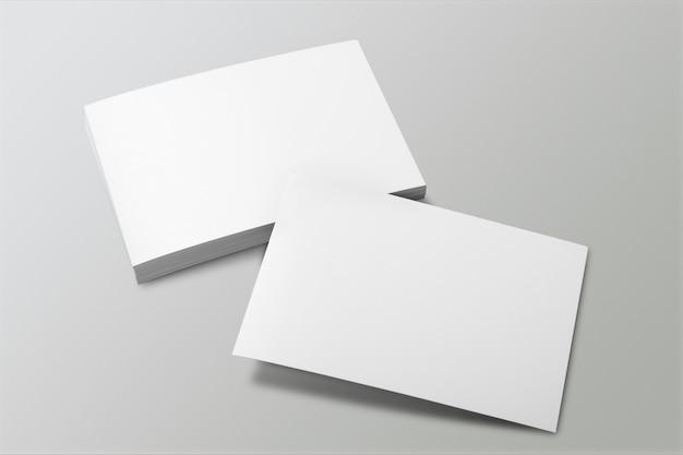 백지 초상화 a4. 회색에 고립 된 브로셔 잡지,