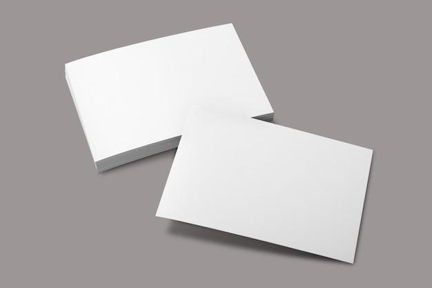 空白のポートレートa4。灰色で隔離のパンフレット雑誌、
