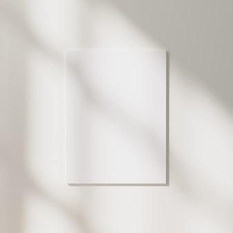 흰색 벽 배경에 햇빛과 창 그림자가 있는 빈 포스터, 3d 렌더링