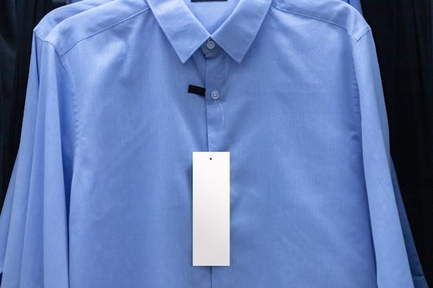 창조적 인 문구 배경 셔츠에 빈 가격표