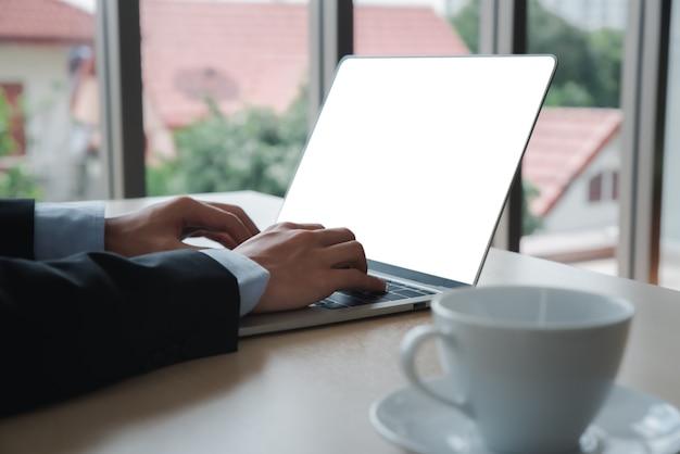 Пустой экран ноутбука