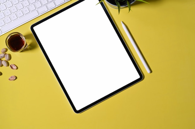Blank screen tablet on the pastel background and copy space